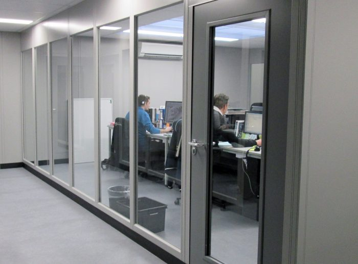 double skin partitioning office workers@2x